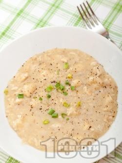 Пиле фрикасе - класическа рецепта с брашно, жълтък, лимонов сок и бульон - снимка на рецептата